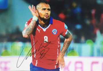 Arturo Vidal Signature - Genuinely Autographed Photo - Firma Stella