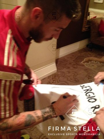 Sergio Ramos Signing - Firma Stella