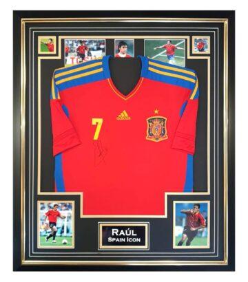 signed Raúl jersey